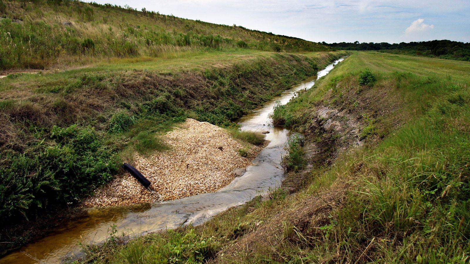 The earthen embankment containing the Piney Point waste has suffered from structural problems requiring patching with gravel. (2003, Times Archive)