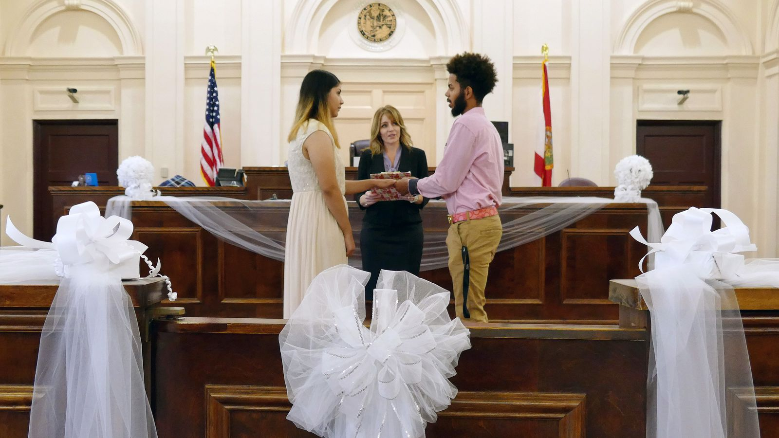 Valentine S Day Ceremonies At Historic Hernando Courthouse Fill The Air With Love