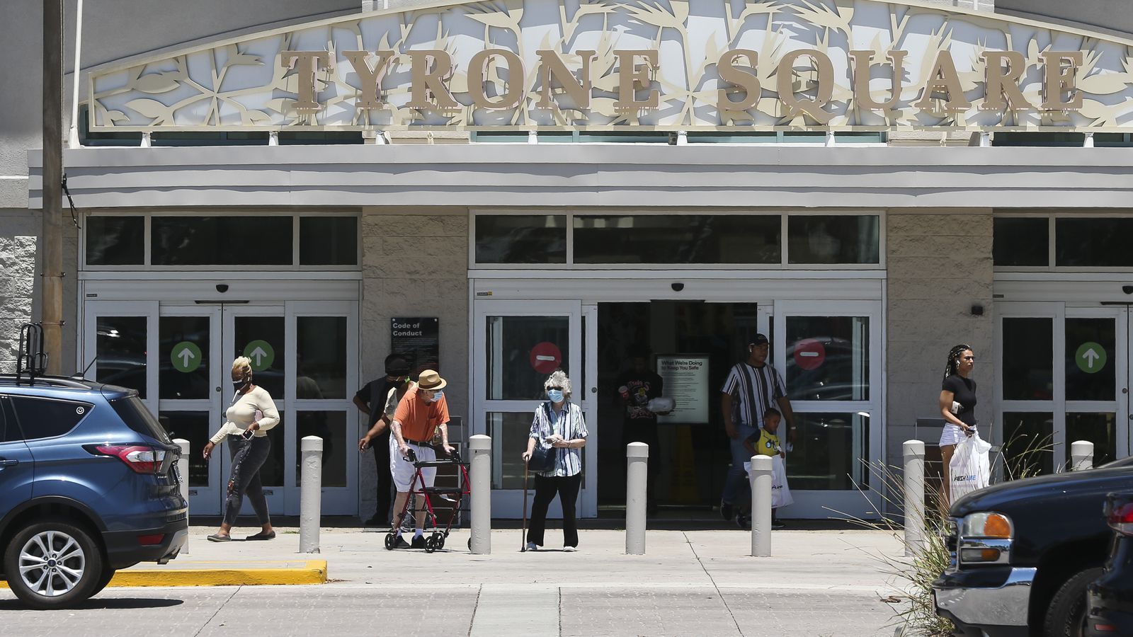 A Few Shoppers Find A Few Shopping Opportunities As Malls Slowly Reopen