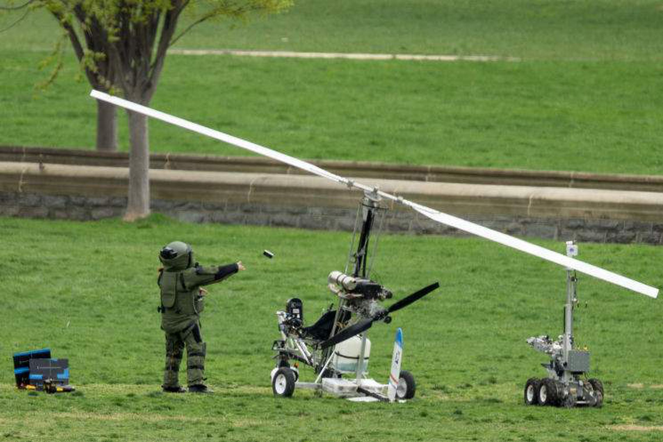 FAA investigating Florida mailman's landing of gyrocopter on