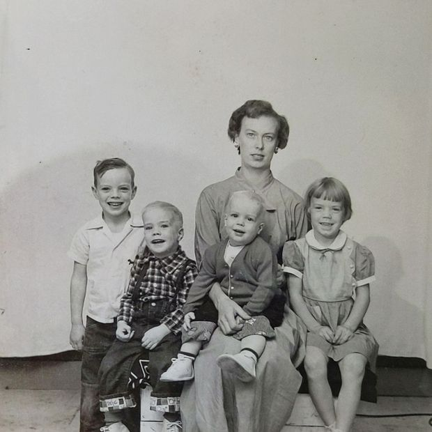 Mrs. Varn and four of her five children in her passport photo in a time when children were pictured with a parent.