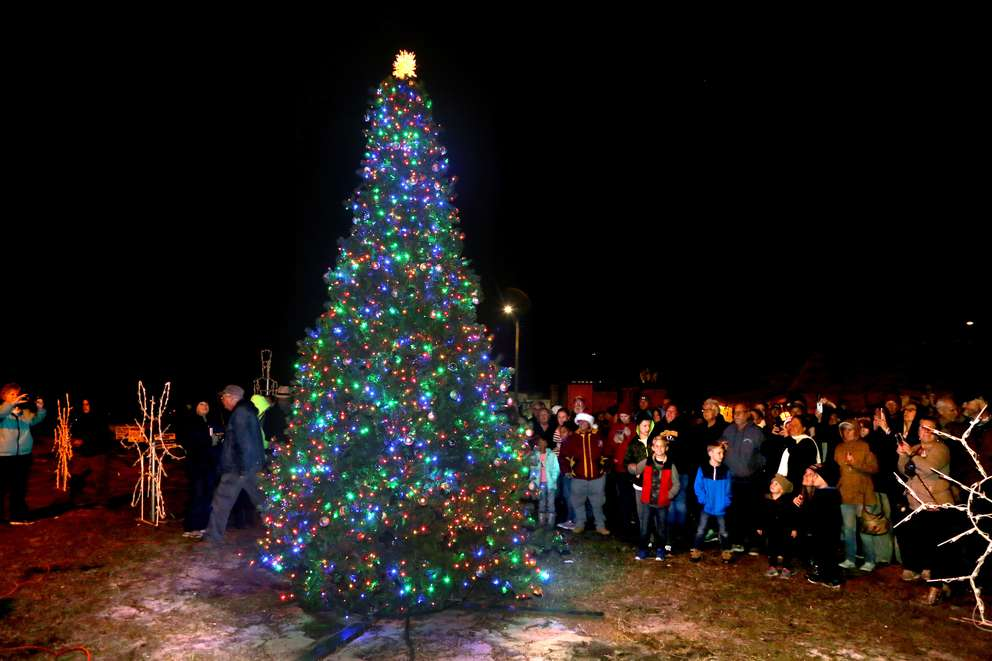Mexico Beach's Christmas tree is lit on Dec. 9 on a lawn off U.S. 98 outside Parker Realty and Mango Marley's restaurant. (DOUGLAS R. CLIFFORD | Times)