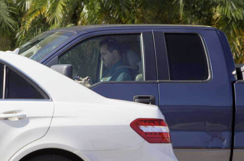 Motorists using their cell phones while at the intersection of 4th Street North and 9th Avenue North in St. Petersburg. [DIRK SHADD | Times]