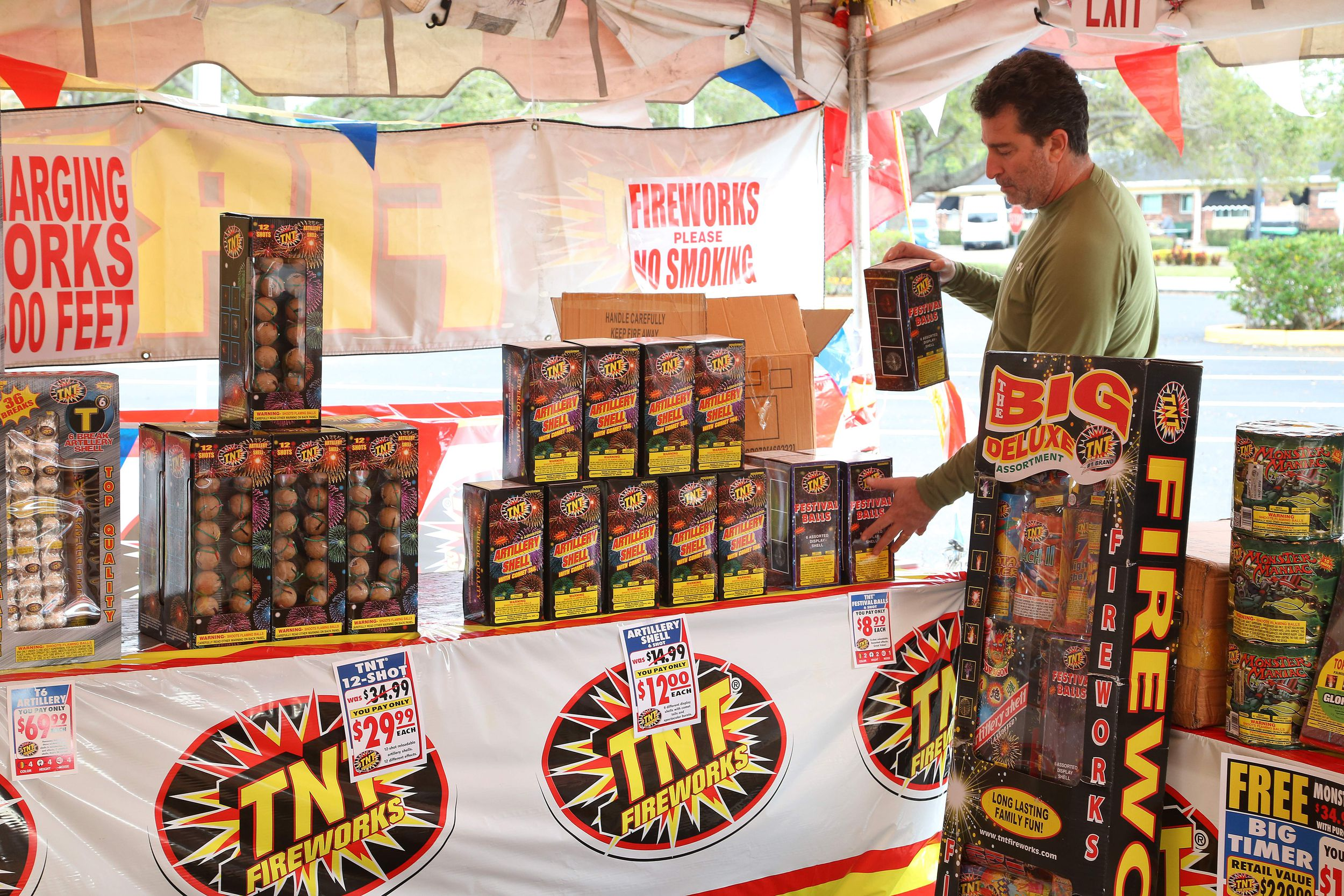 Yes, most fireworks are illegal in Florida  No, that doesn't