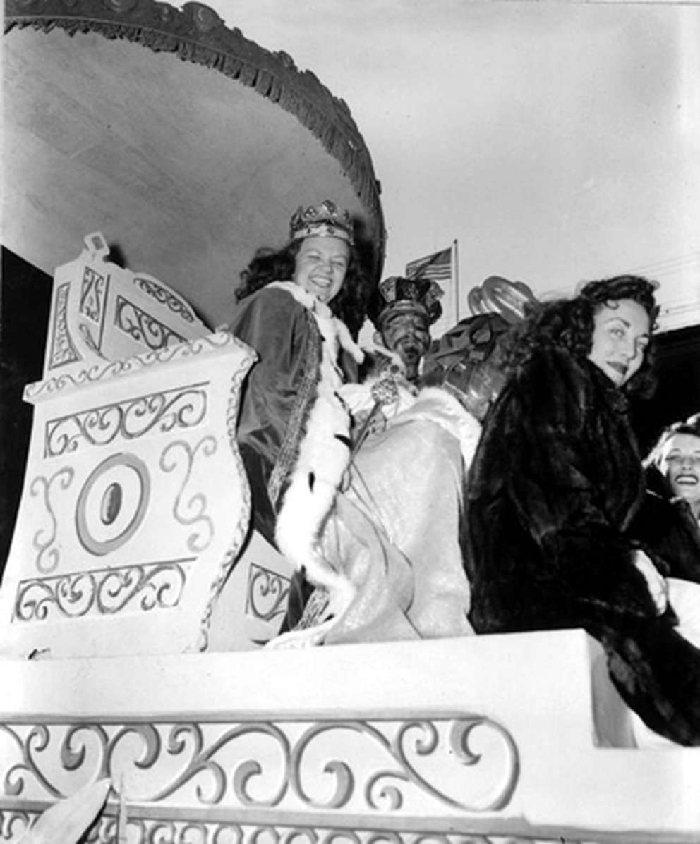 A parade float during the 1947 Gasparilla Carnival parade. [Burgert Brothers | Courtesy, Tampa-Hillsborough County Public Library System]