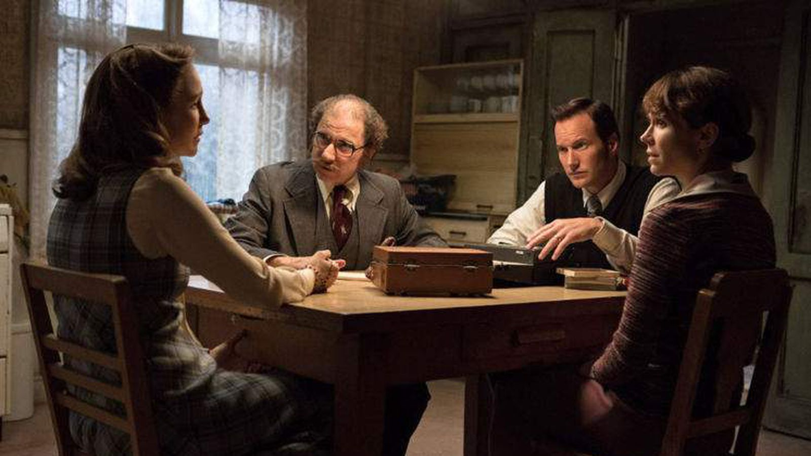 Review: 'The Conjuring 2' starts strong, falls back on cliches