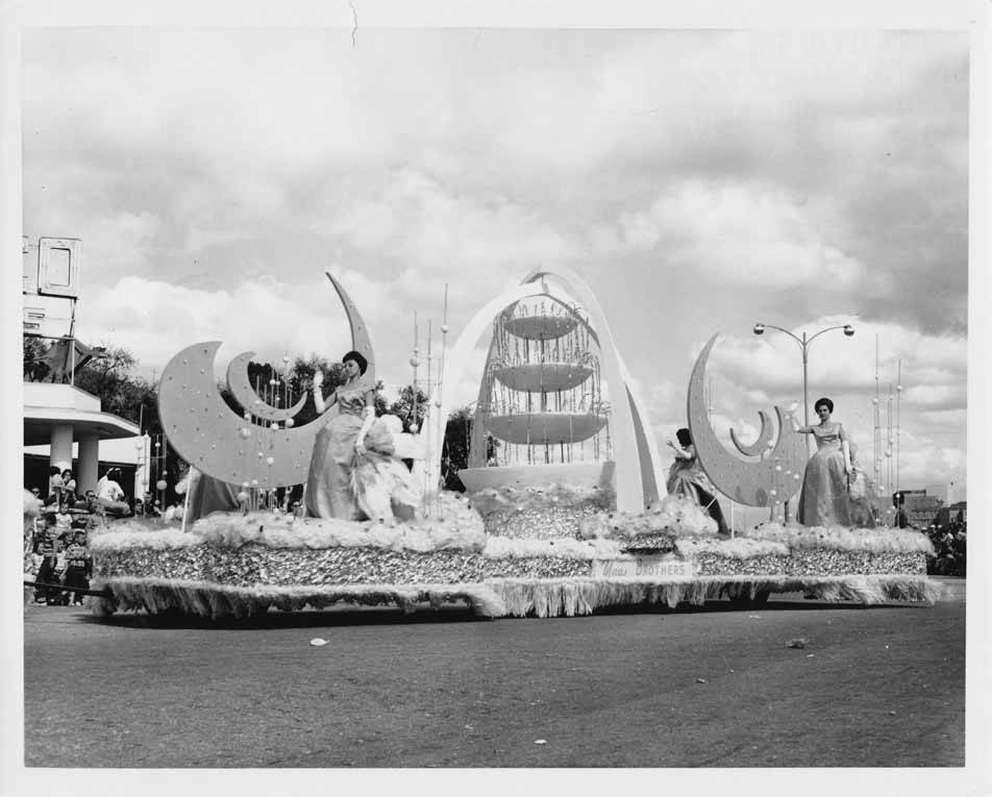 The Maas Brothers' float in the 1963 Gasparilla parade. [Burgert Brothers | Courtesy, Tampa-Hillsborough County Public Library System]