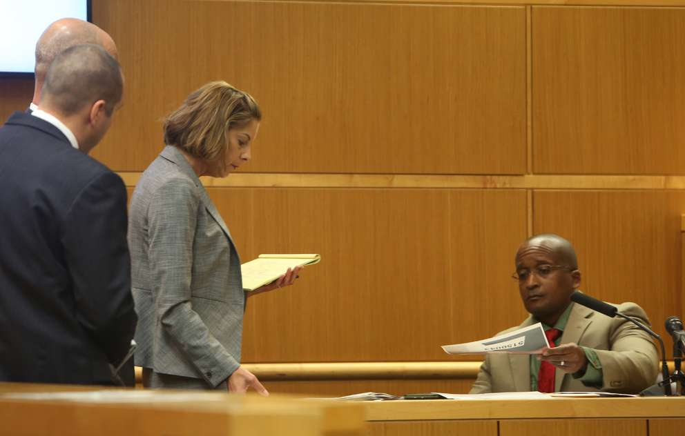 Attorneys show Dr. Christopher Wilson, an associate medical examiner for the Pinellas-Pasco Medical Examiner's Office, photos of Phoebe Jonchuck's body. SCOTT KEELER   Times