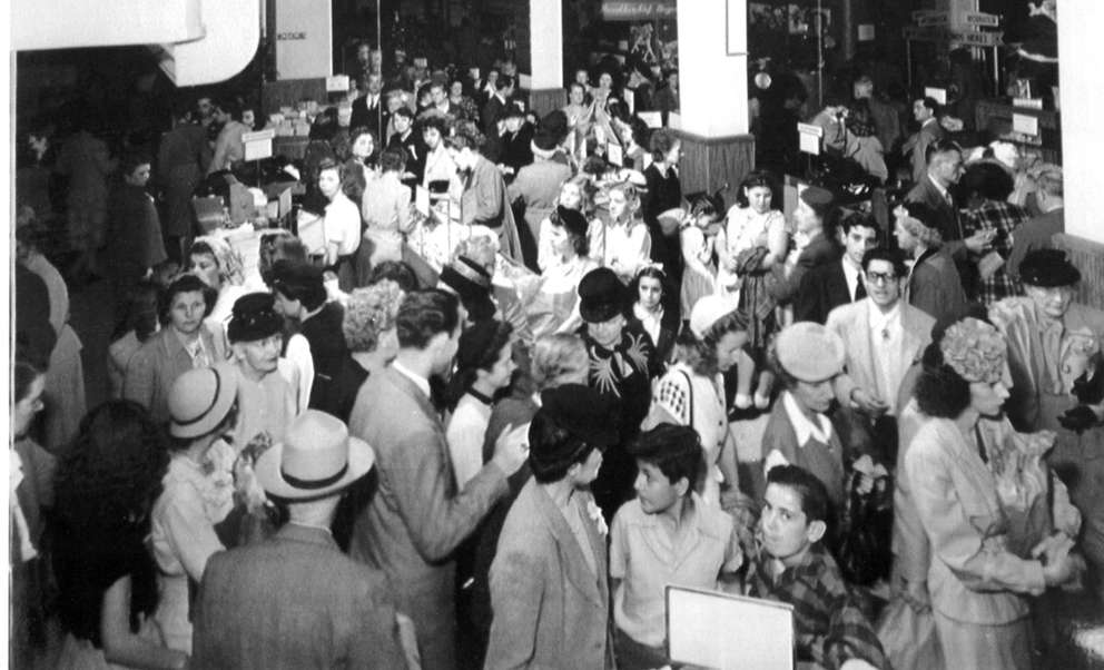 Shoppers crowd Maas Brothers in downtown Tampa in 1946. Times (1946)