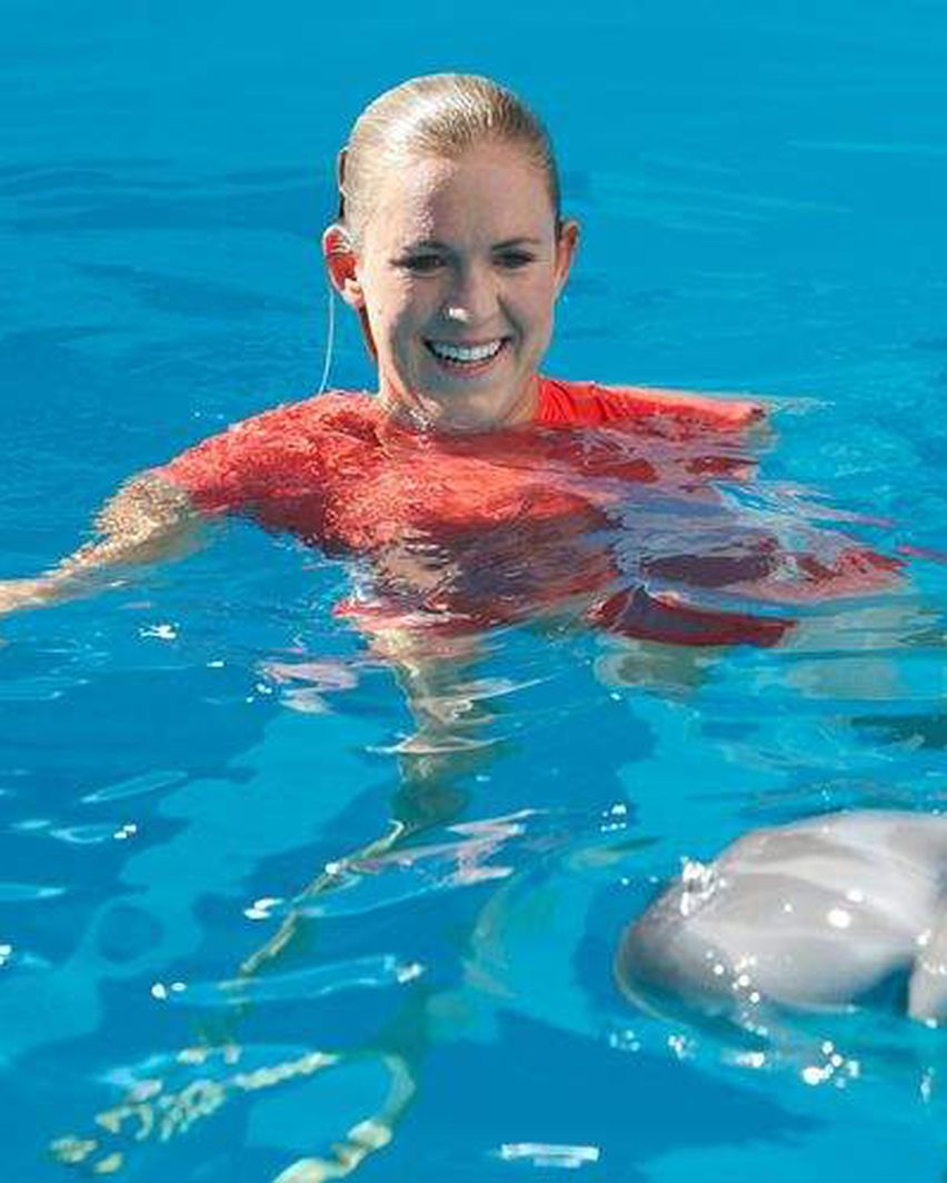 Dolphin Tale 2 Adds Inspiring Surfer Bethany Hamilton To Cast