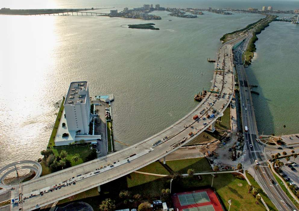 Aerial photo of the 2005 Memorial Causeway bridge being built alongside the old one. On the left is the Pierce 100 condo building. Times (2005)