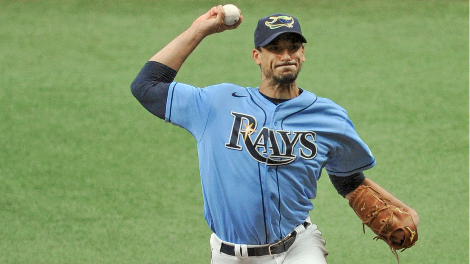 rays charlie morton leaves game with shoulder issue rays charlie morton leaves game with