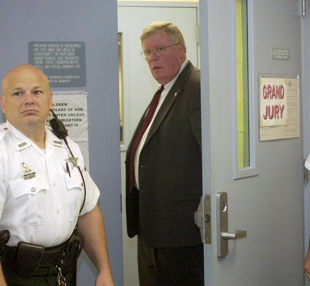 """Pinellas-Pasco State Attorney Bernie McCabe, right, calls a witness into the grand jury room at the West Pasco Judicial Center in 2003. The grand jury indicted Alfredie Steele Jr. in the murder of Pasco County Sheriff's Office Lt. Charles """"Bo"""" Harrison in Lacoochee, and a jury later convicted Steele."""