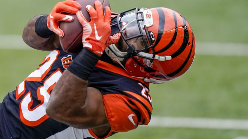 Giovani Bernard wants to share in Tampa Bay's Super Bowl excitement