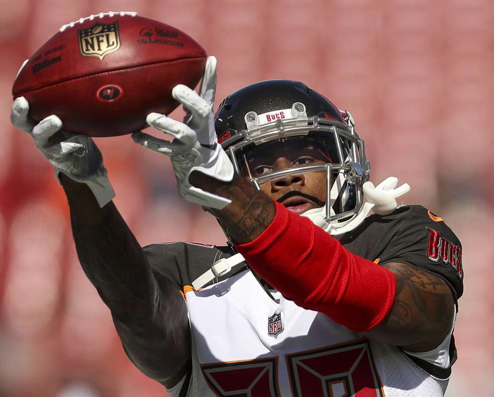 Bucs cornerback Ryan Smith (29) warms up before the game. [MONICA HERNDON | Times]