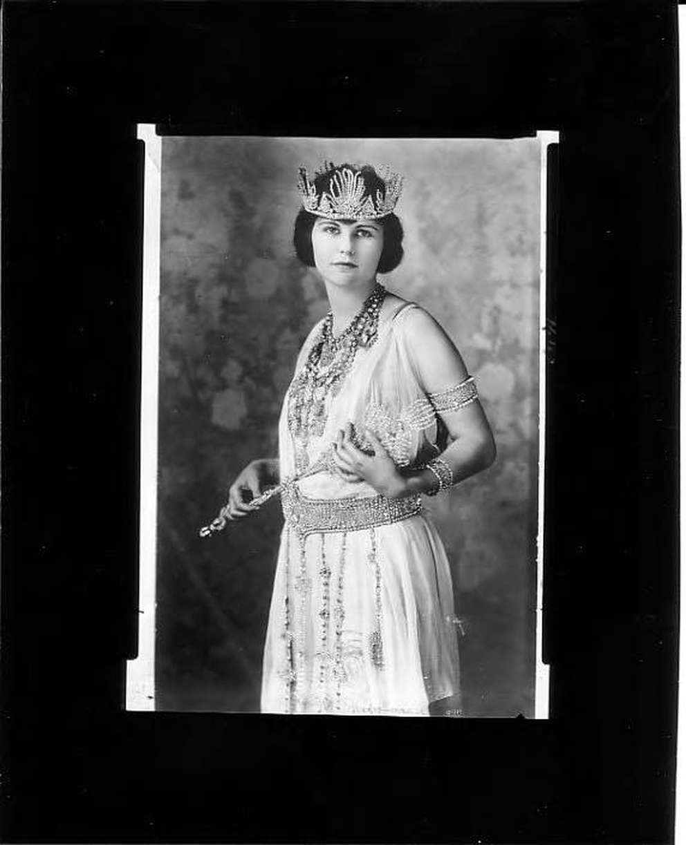 Gasparilla XIV queen Lillie Wall Honacker in 1922. [Burgert Brothers | Courtesy, Tampa-Hillsborough County Public Library System]