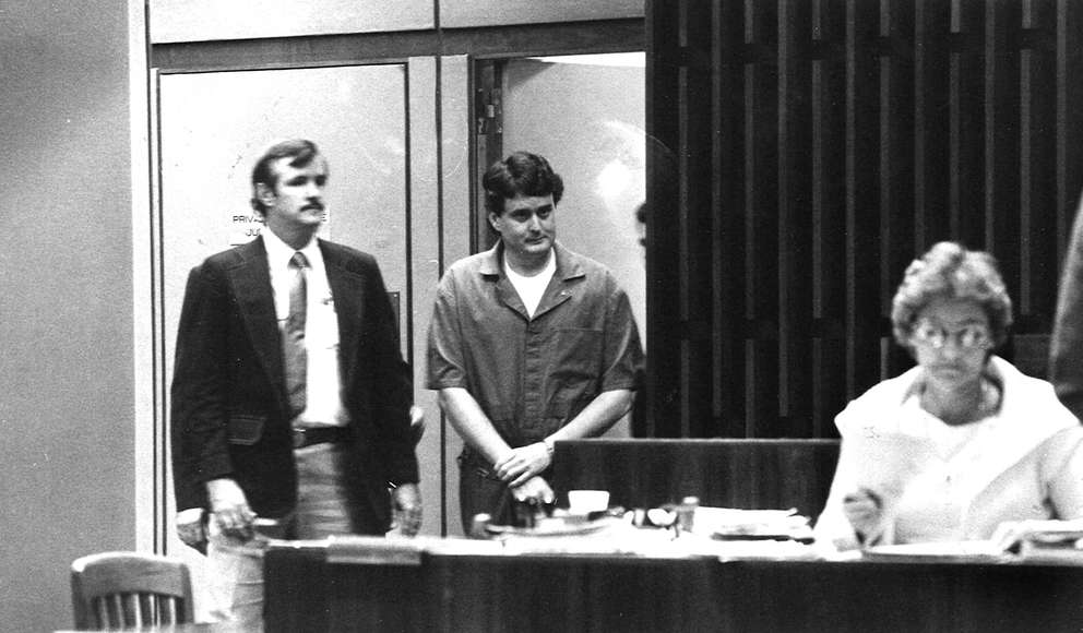 Bobby Joe Long enters the court to plead guilty to a series of charges. Times (1985)