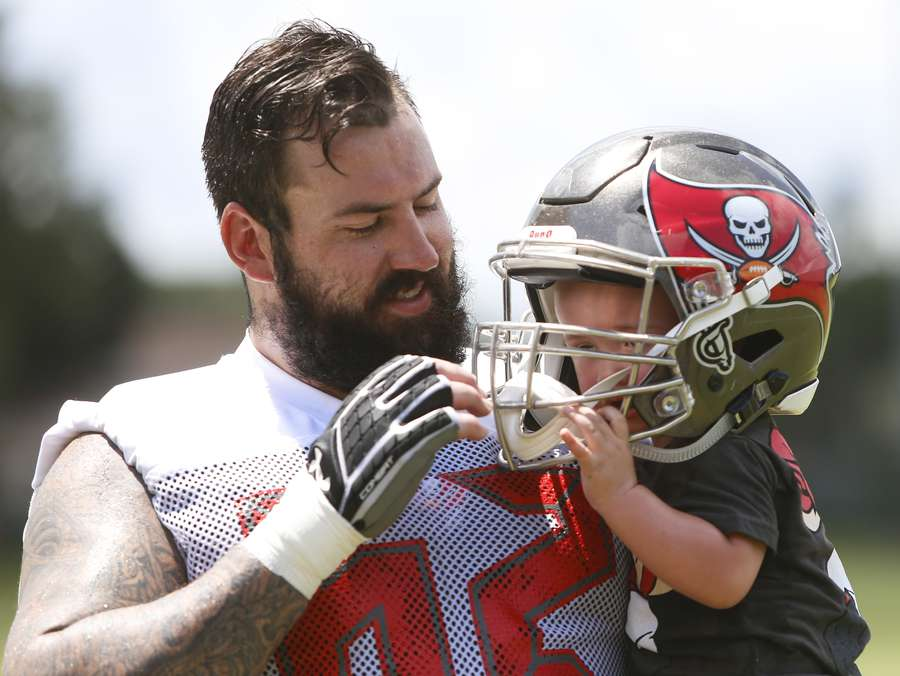 Tampa Bay Buccaneers center Evan Smith (62) plays on the field with his son Blake Smith, 1, after mandatory mini camp on June 14, 2018 at One Buc Place in Tampa, Fla. MONICA HERNDON | Times