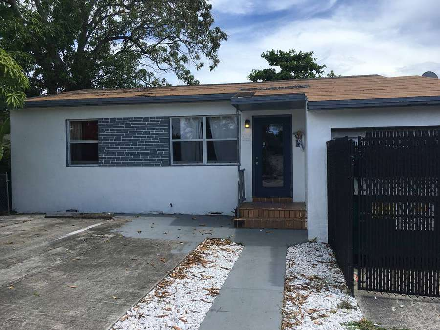 Daphne Campbell moved her voter registration to this house in Buena Vista in late 2012 after the state redrew the lines for her House district and kept it there until just after Christmas the following year.[Sarah Blaskey Miami Herald]