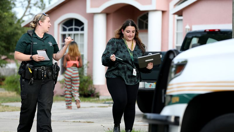 Are social workers the future for 911 mental health calls? Pinellas is finding out.