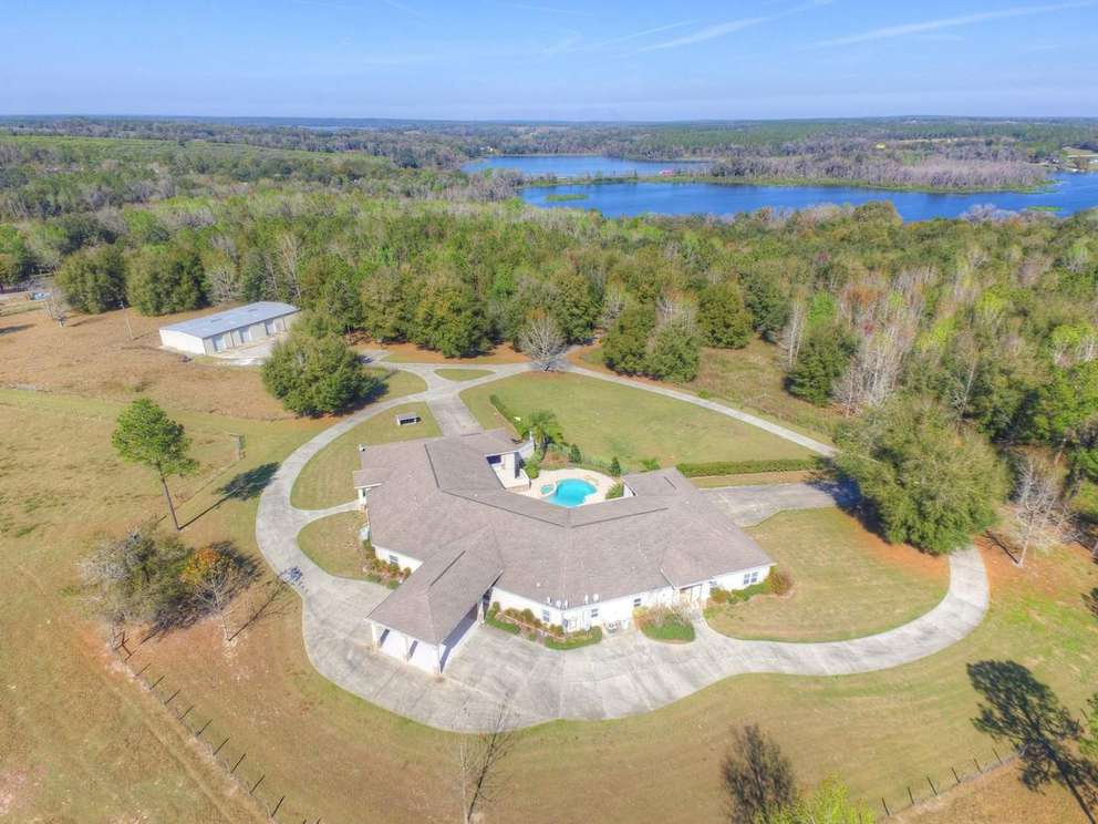 This 48.5 acre estate in Dade City sold in February 2018 for $1.150 million. [Courtesy of HDShowings]
