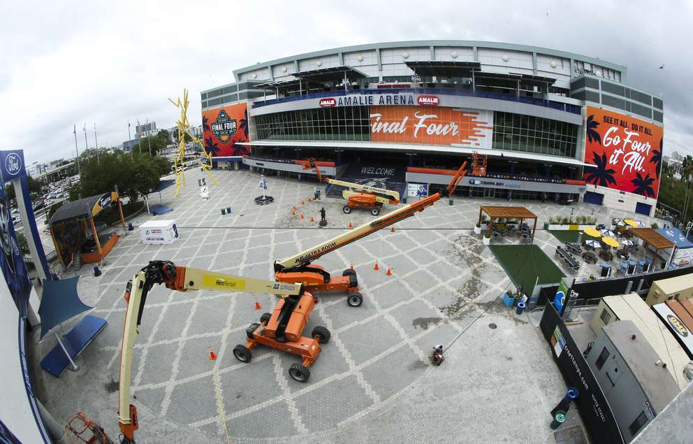 DIRK SHADD   Times The new Final Four banners go up in preparation for the 2019 NCAA WomenÕs Final Four at Amalie Arena in Tampa, Monday morning, April 1, 2019.