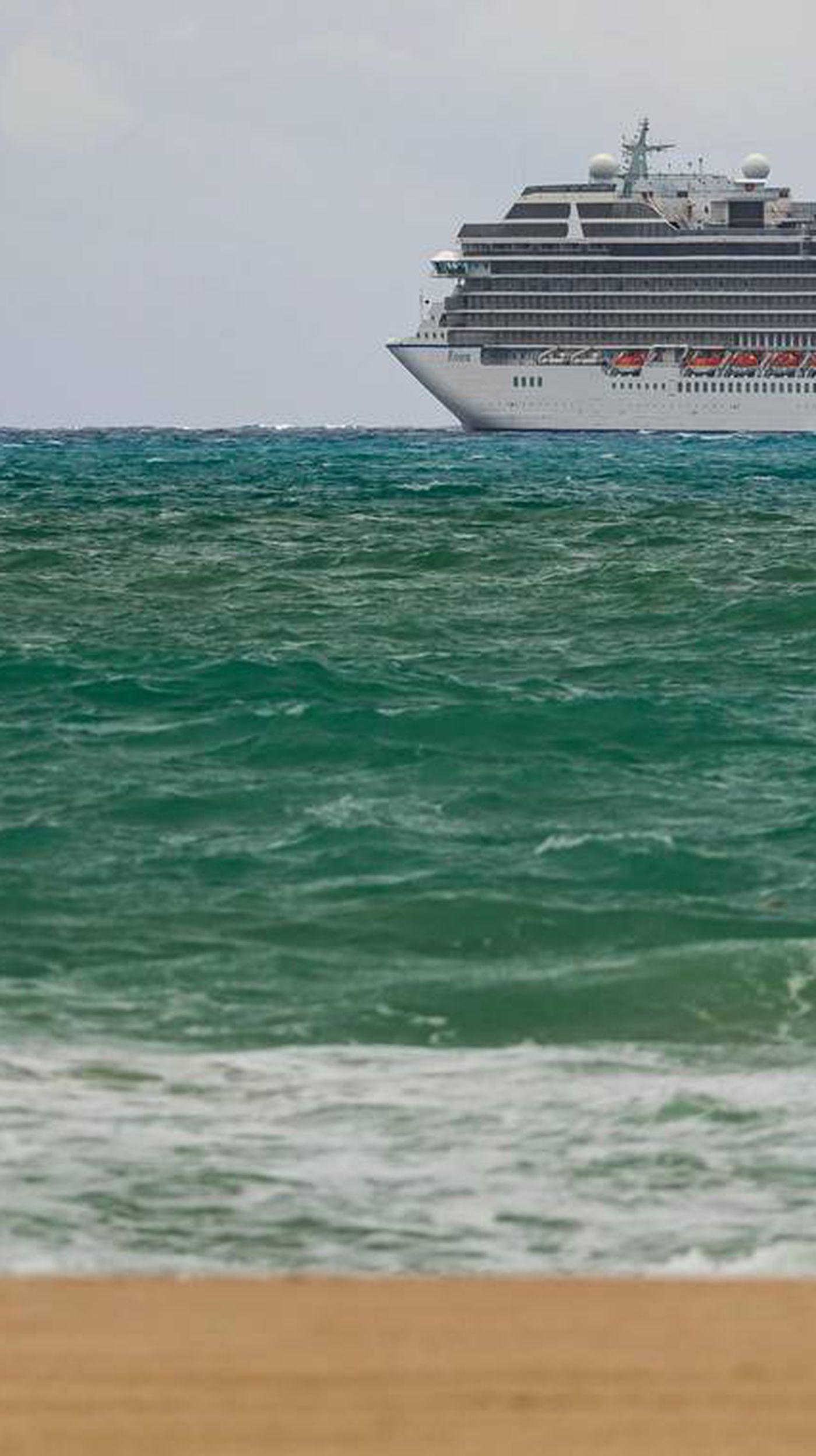42 000 Cruise Ship Workers Still Trapped At Sea