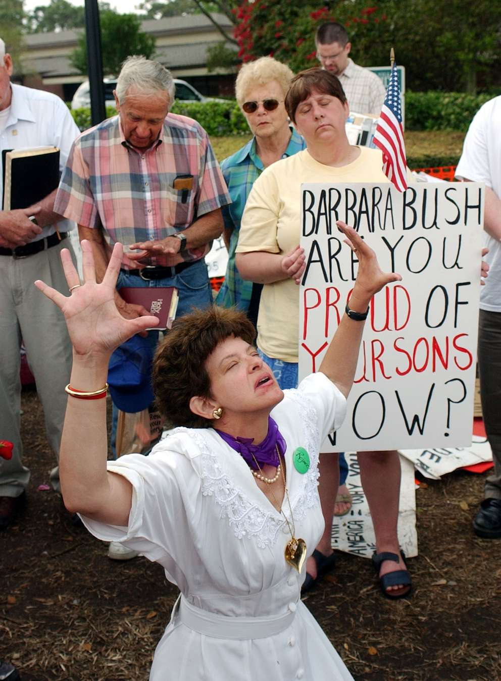Demonstrators prayed for Schiavo on Easter Sunday. She died a few days later. Associated Press (2005)