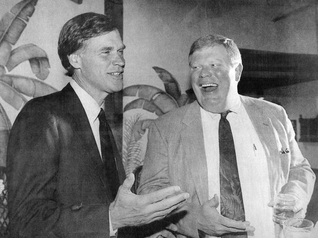 Republican gubernatorial candidate Ander Crenshaw, left, talks with Pinellas-Pasco Attorney Bernie McCabe at a Clearwater restaurant in 1993.