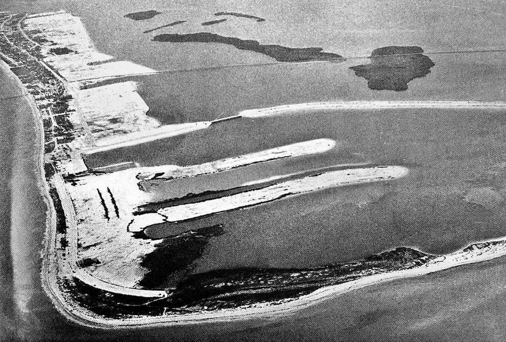 An aerial photograph looking north of Clearwater Beach taken in 1928 shows no development at the southern end of the barrier island. The Clearwater Memorial Causeway is shown at the center. Courtesy of Mike Sanders.