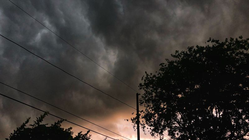 Severe thunderstorms pound Tampa Bay