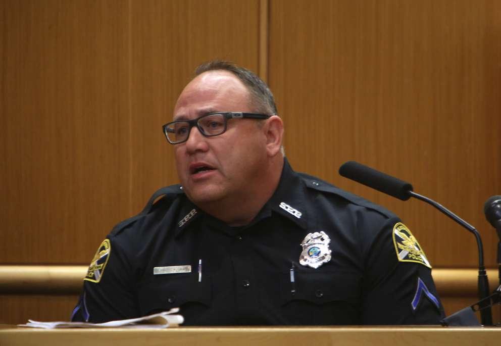 St. Petersburg Police officer Michael Carter testifies Wednesday in the murder trial of John Jonchuck. SCOTT KEELER   Times