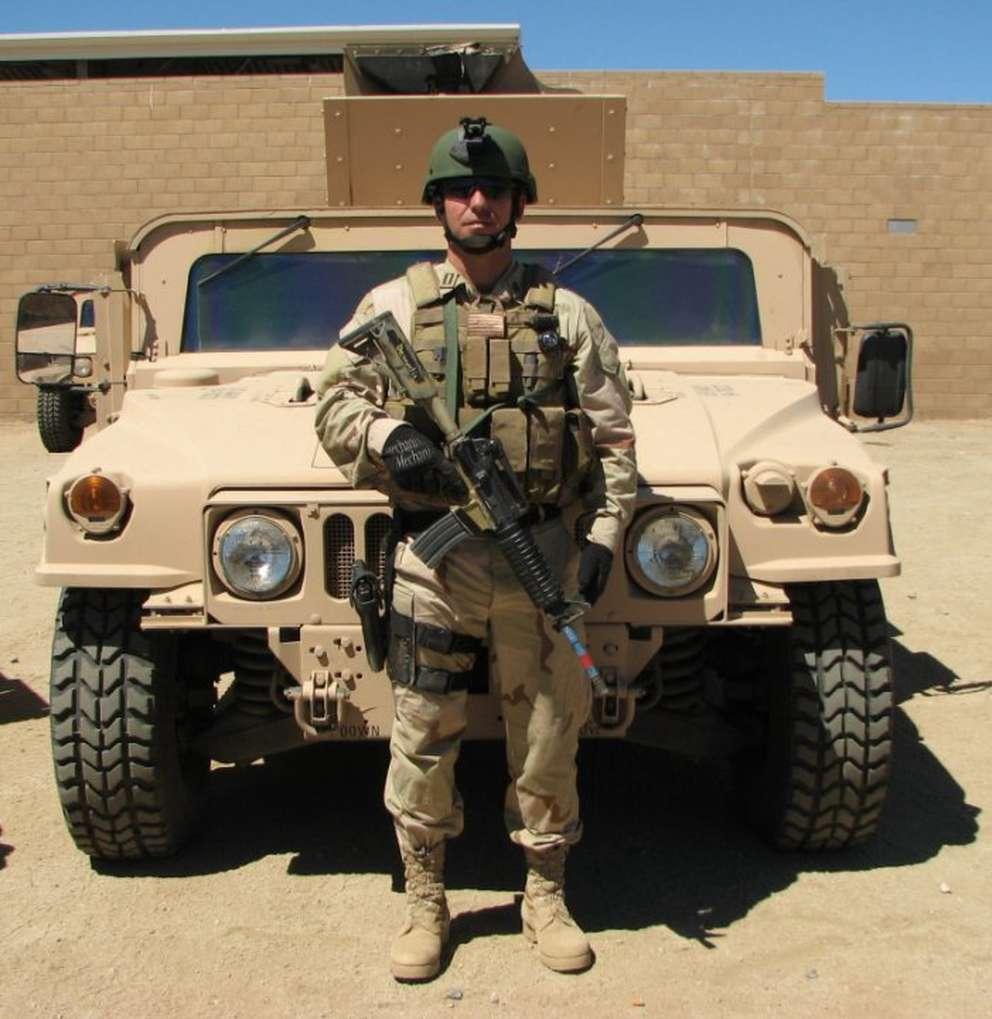 DeSantis poses for a photo in Iraq. (Courtesy of the Ron DeSantis campaign)