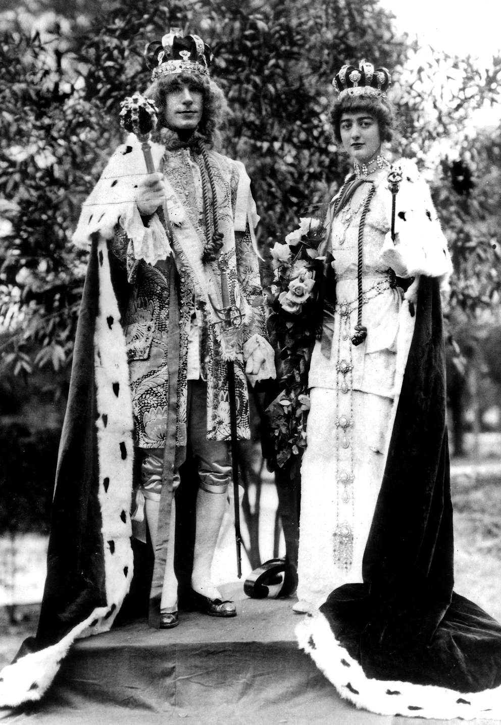 Ye Royal Court of Gasparilla VIII King William Reynolds Beckwith, 32, and Queen Mary Cotter Lucas, 21, in February 1914. [Courtesy, Tampa-Hillsborough County Public Library System]