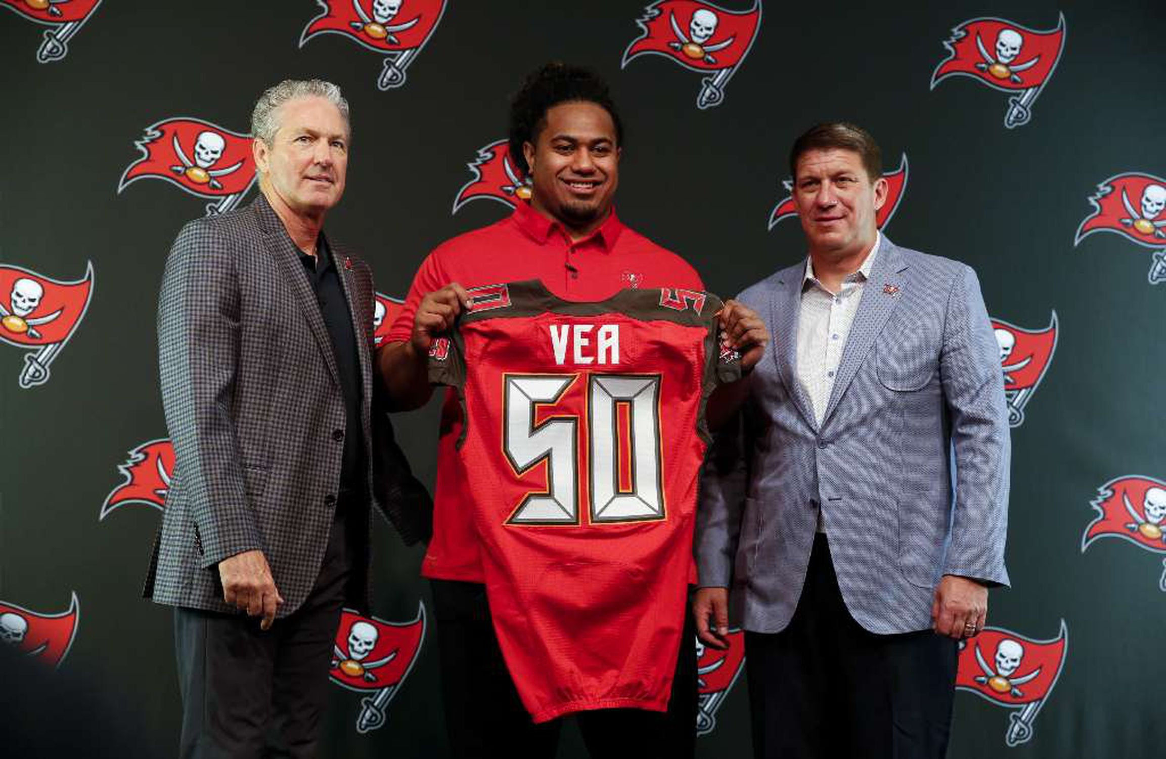 sports shoes 31ef5 8cbda Short list: Is Vita Vea the shortest Bucs player name ever?