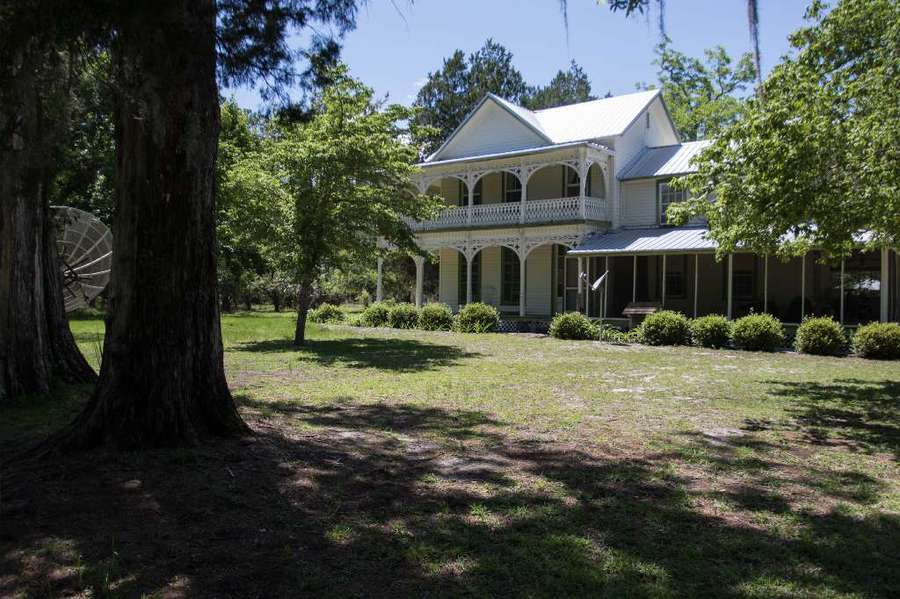 The John Wright house is more than a century old and sits on 35 acres. It's not on the National Register of Historic Places, but some want to preserve it as a museum. [MARTHA ASENCIO RHINE | Times]